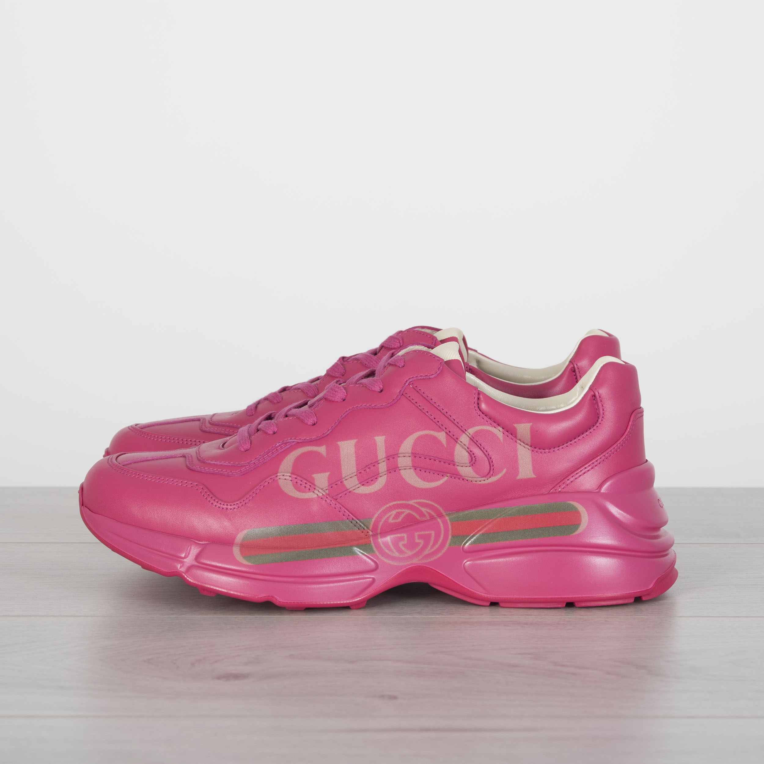 Details about GUCCI 890  Rhyton Gucci Logo Sneakers In Pink Leather dcd54ad6fe