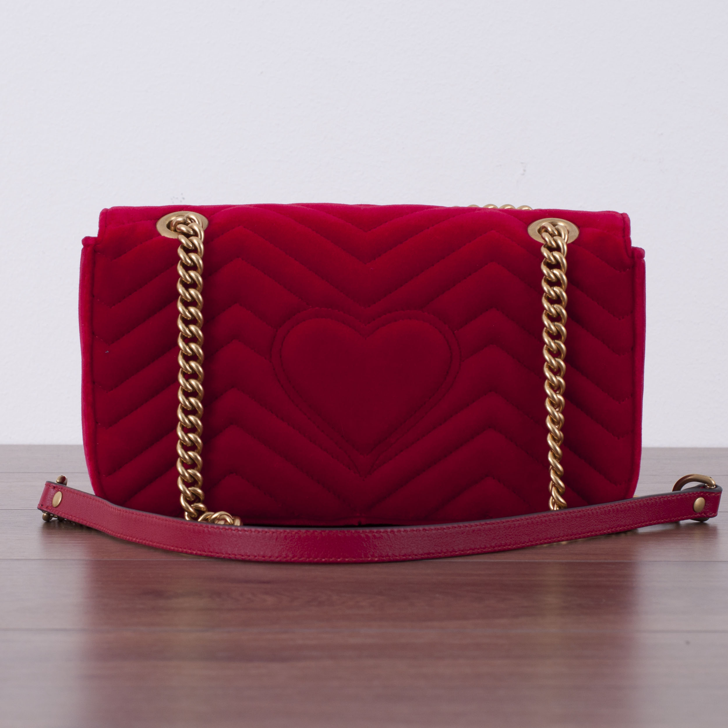 29016458b829 GUCCI 1790$ Authentic New Small Red Velvet GG Marmont Shoulder Bag | eBay