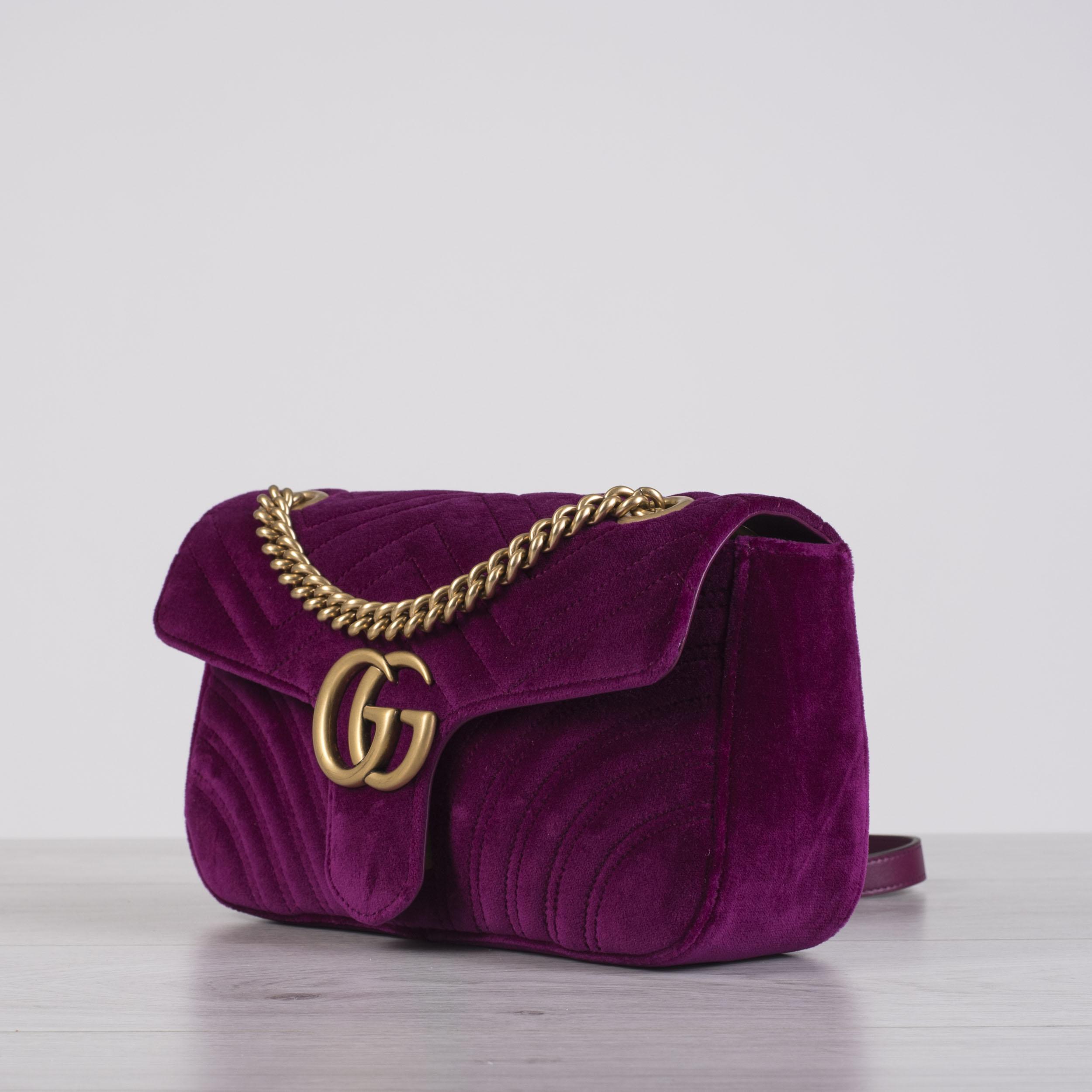 6ad81bc50df5 GUCCI 1890$ Small GG Marmont Matelasse Shoulder Bag In Rubin Velvet ...