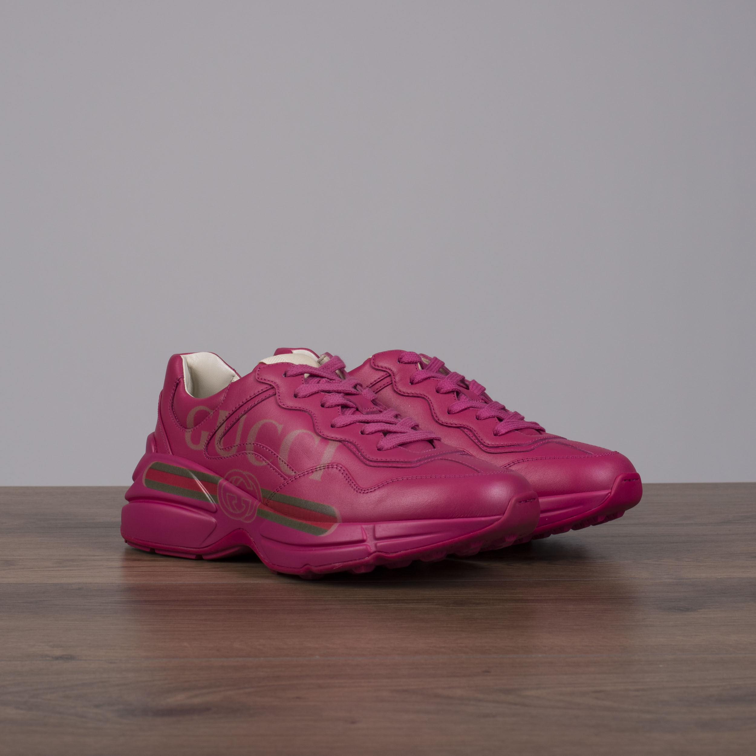 37b183eda63 GUCCI 890  Women s Rhyton Gucci Logo Sneakers In Pink Leather